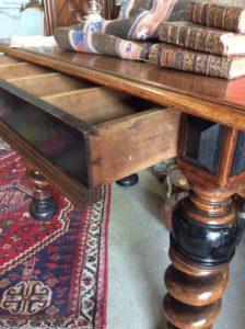table bureau XVIIIe détail tiroir